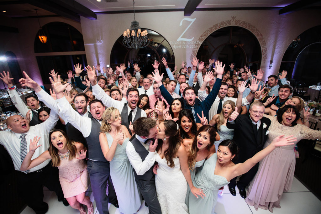 Pittsburgh-photo-booth-rental-crowd-at-wedding