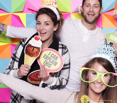 What is the average price of a photo booth rental in Pittsburgh